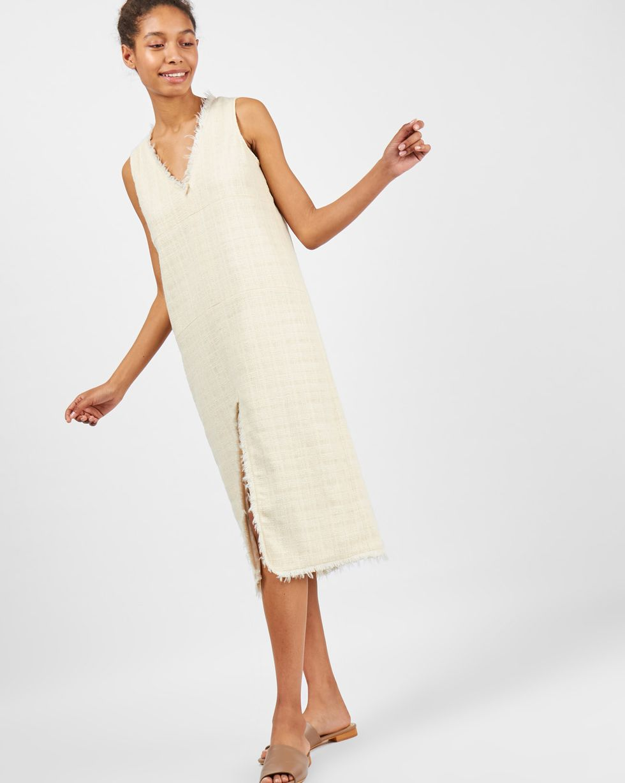 Платье миди с разрезом спереди Lплатья<br><br><br>Артикул: 8295601<br>Размер: L<br>Цвет: Молочный<br>Новинка: НЕТ<br>Наименование en: Front slit midi dress