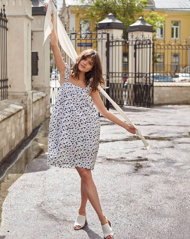 12Storeez Платье-сарафан мини с бретелями крылышки в цветок (белое) perlitta perlitta платье белое