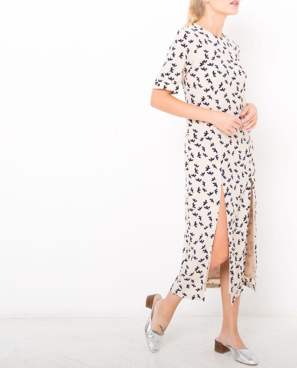 Платье миди с двумя разрезами на пуговицах XSПлатья<br><br><br>Артикул: 8296340<br>Размер: XS<br>Цвет: Молочный принт птички<br>Новинка: НЕТ<br>Наименование en: Button detail midi dress with front slits