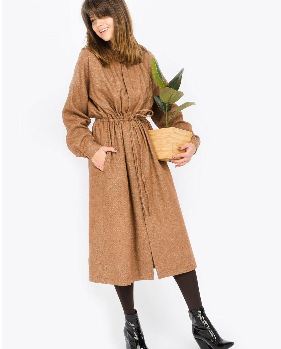 Платье миди на кулиске Sплатья<br><br><br>Артикул: 8296794<br>Размер: S<br>Цвет: Светло-коричневый<br>Новинка: НЕТ<br>Наименование en: Drawstring waist dress