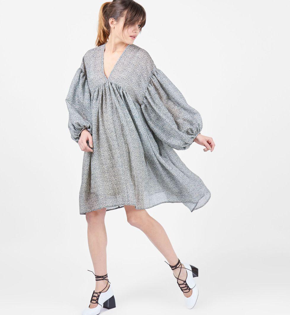 Платье с объемными рукавами One sizeПлатья<br><br><br>Артикул: 8296848<br>Размер: One size<br>Цвет: Серо-голубой с мелкими лепестками<br>Новинка: НЕТ<br>Наименование en: Lantern sleeve oversized dress