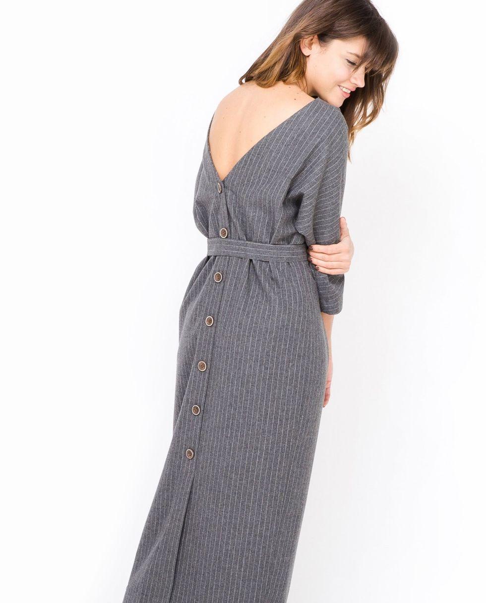 12Storeez Платье миди с вырезом и пуговицами сзади (серое) платье свободного кроя с вырезом на спине acasta