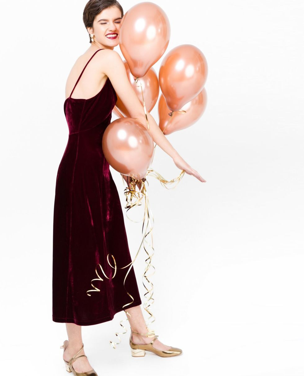 Платье-комбинация из бархата MПлатья<br><br><br>Артикул: 8297124<br>Размер: M<br>Цвет: Бордовый<br>Новинка: НЕТ<br>Наименование en: Velvet slip dress