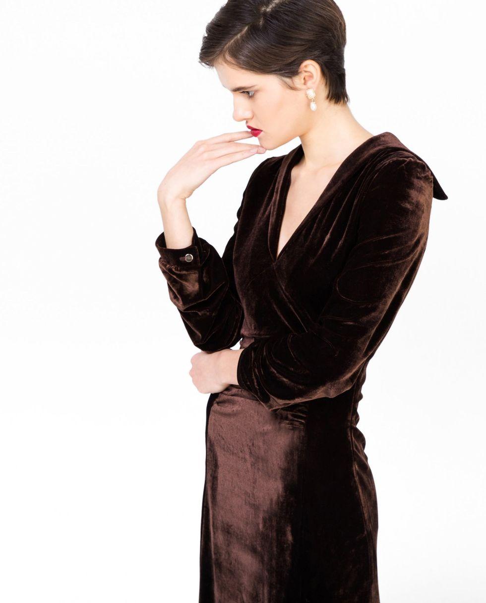 Платье миди из бархата с длинными рукавами Lплатья<br><br><br>Артикул: 8297128<br>Размер: L<br>Цвет: Коричневый<br>Новинка: НЕТ<br>Наименование en: Long sleeve velvet midi dress