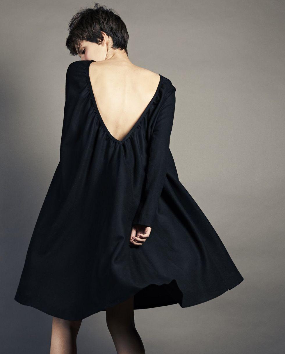 Платье с вырезом на спине из шерсти One sizeПлатья<br><br><br>Артикул: 8297147<br>Размер: One size<br>Цвет: Чёрный<br>Новинка: НЕТ<br>Наименование en: Oversized V-cut midi dress