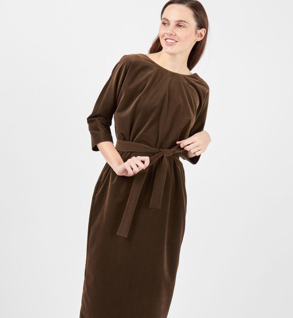 Платье миди с вырезом и пуговицами сзади LПлатья<br><br><br>Артикул: 8297456<br>Размер: L<br>Цвет: Зелено-коричневый<br>Новинка: НЕТ<br>Наименование en: Back v-neck midi dress