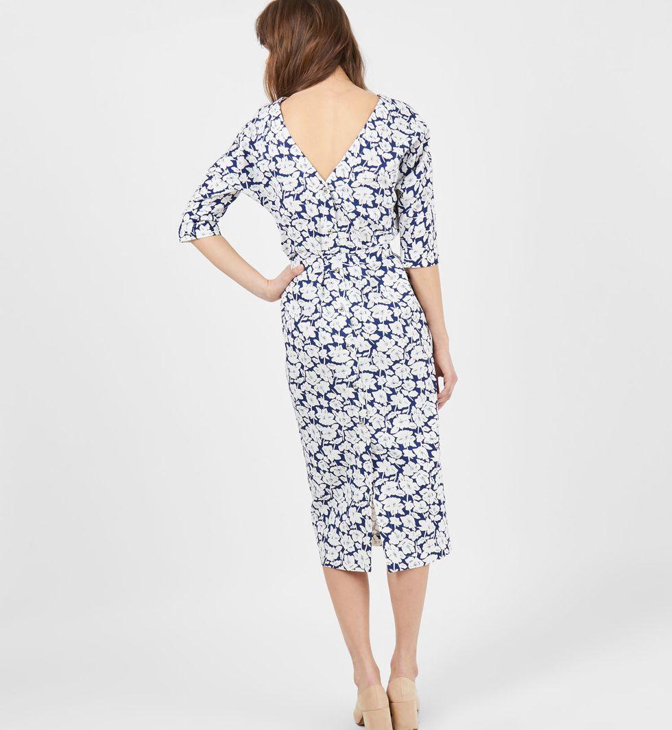 Платье миди с вырезом и пуговицами сзади в цветок SПлатья<br><br><br>Артикул: 8297464<br>Размер: S<br>Цвет: Синий<br>Новинка: НЕТ<br>Наименование en: Floral print back v-neck dress