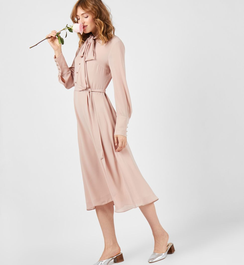 Платье с бантом SПлатья<br><br><br>Артикул: 8297528<br>Размер: S<br>Цвет: Чайная роза<br>Новинка: НЕТ<br>Наименование en: Bow tie midi dress