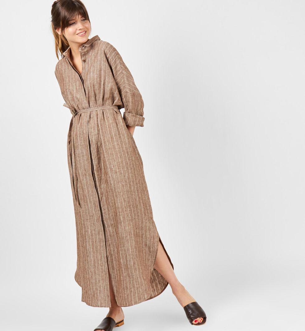 Платье-рубашка на поясе изо льна One sizeПлатья<br><br><br>Артикул: 8298001<br>Размер: One size<br>Цвет: Темно-коричневый<br>Новинка: НЕТ<br>Наименование en: Belted shirt dress