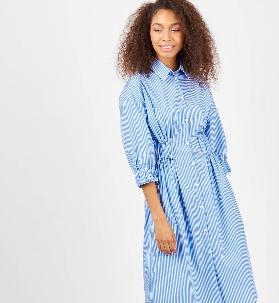Платье-рубашка в полоску Sплатья<br><br><br>Артикул: 8298182<br>Размер: S<br>Цвет: белый в синюю полоску<br>Новинка: НЕТ<br>Наименование en: Striped shirt dress