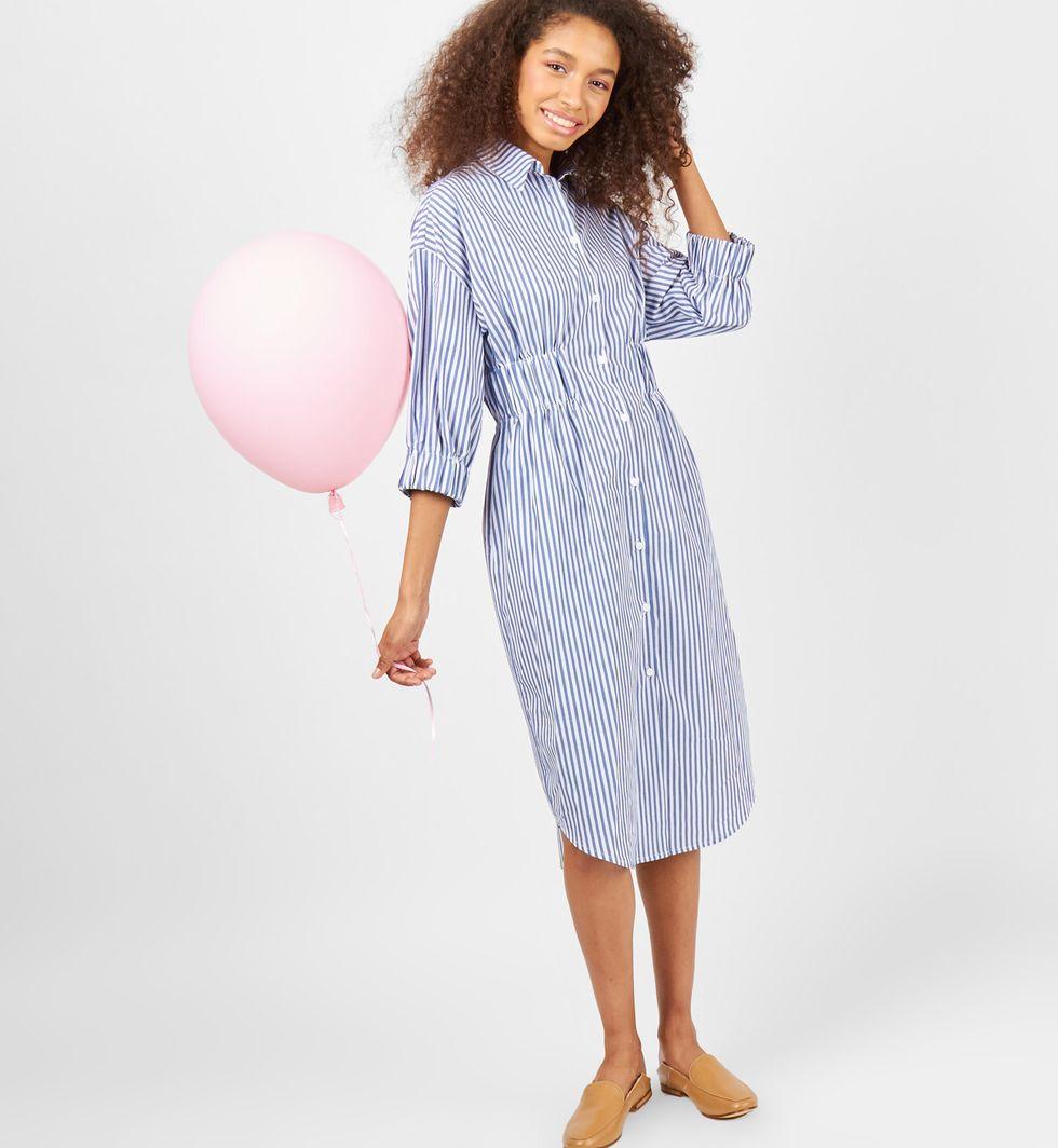 Платье-рубашка в полоску (белый в темно-синюю)