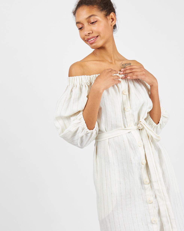 Платье изо льна с рукавом фонарик Sплатья<br><br><br>Артикул: 8298711<br>Размер: S<br>Цвет: Молочный<br>Новинка: ДА<br>Наименование en: Off the shoulder bell sleeve dress