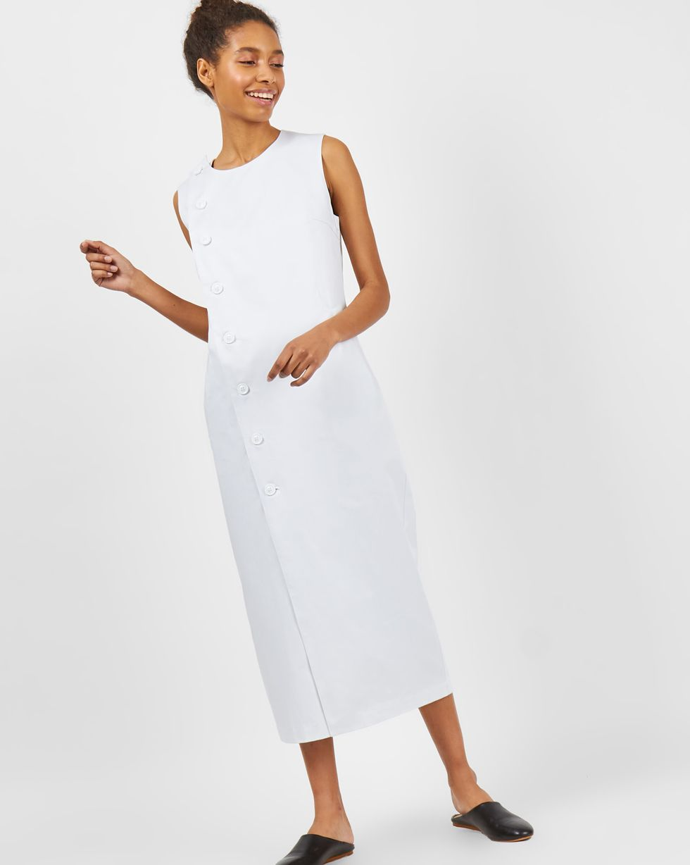 Платье без рукавов из плотного хлопка LПлатья<br><br><br>Артикул: 8298825<br>Размер: L<br>Цвет: Белый<br>Новинка: НЕТ<br>Наименование en: Sleeveless midi dress