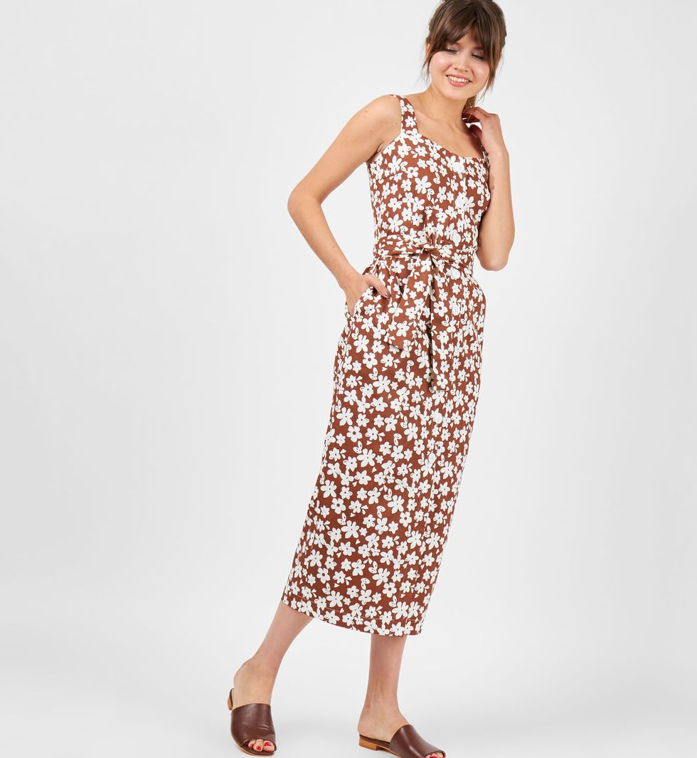 Сарафан на широких бретелях с цветами LПлатья<br><br><br>Артикул: 8298952<br>Размер: L<br>Цвет: Коричневый<br>Новинка: НЕТ<br>Наименование en: Wide strap midi dress