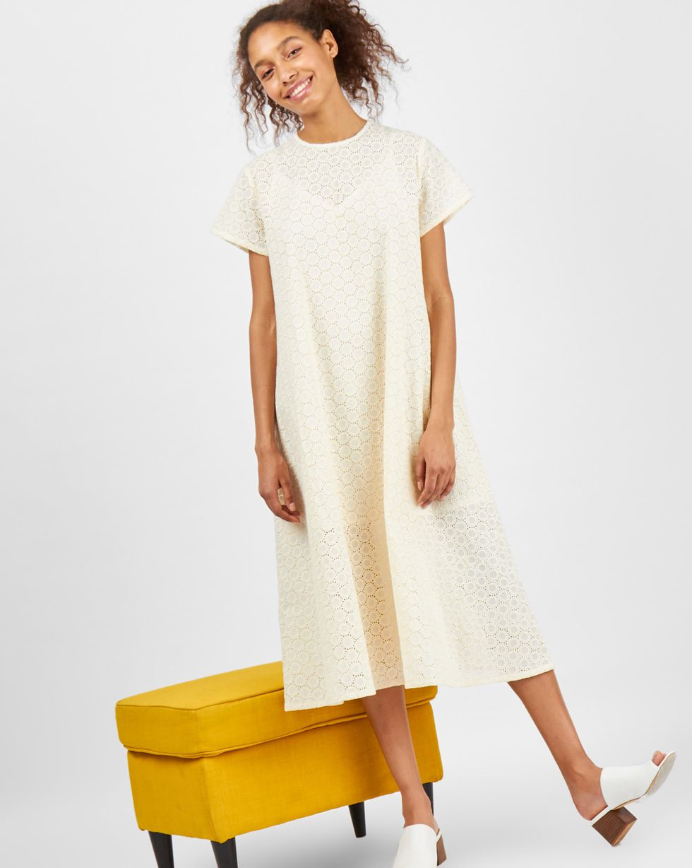 Платье-футболка из шитья Круги SПлатья<br><br><br>Артикул: 8298968<br>Размер: S<br>Цвет: Молочный<br>Новинка: НЕТ<br>Наименование en: Embroidered t-shirt dress