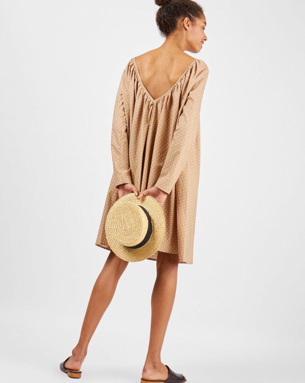 Платье с вырезом на спине в горох XSПлатья<br><br><br>Артикул: 8299246<br>Размер: XS<br>Цвет: Бежевый<br>Новинка: НЕТ<br>Наименование en: Oversized V-cut midi dress