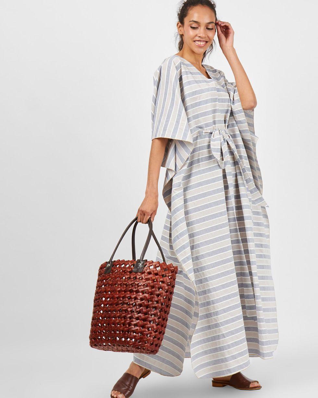 Платье-туника One sizeПлатья<br><br><br>Артикул: 8299406<br>Размер: One size<br>Цвет: Бежево-синий<br>Новинка: НЕТ<br>Наименование en: Maxi tunic dress