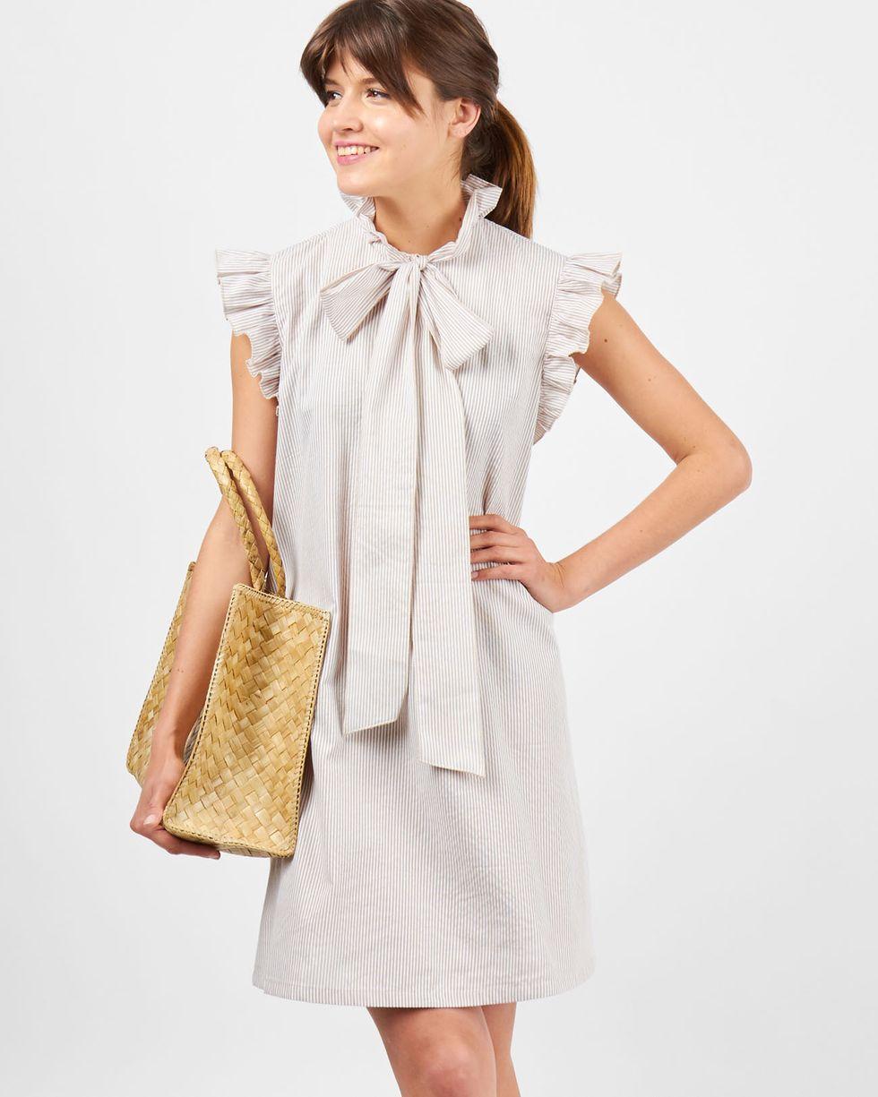 Платье мини с воротником бантом и крылышками в полоску One sizeплатья<br><br><br>Артикул: 8299445<br>Размер: One size<br>Цвет: Бежевый<br>Новинка: ДА<br>Наименование en: Bow-neck mini dress