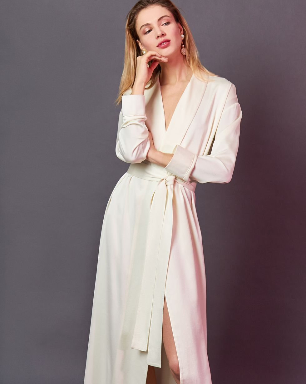 Платье-халат MСкоро в продаже<br><br><br>Артикул: 8299601<br>Размер: M<br>Цвет: Молочный<br>Новинка: НЕТ<br>Наименование en: Wrap front robe dress
