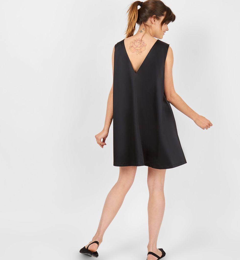 Платье объёмного покроя без рукавов S (XS)Платья<br><br><br>Артикул: 8299883<br>Размер: S (XS)<br>Цвет: Черный<br>Новинка: НЕТ<br>Наименование en: Sleeveless oversized mini dress