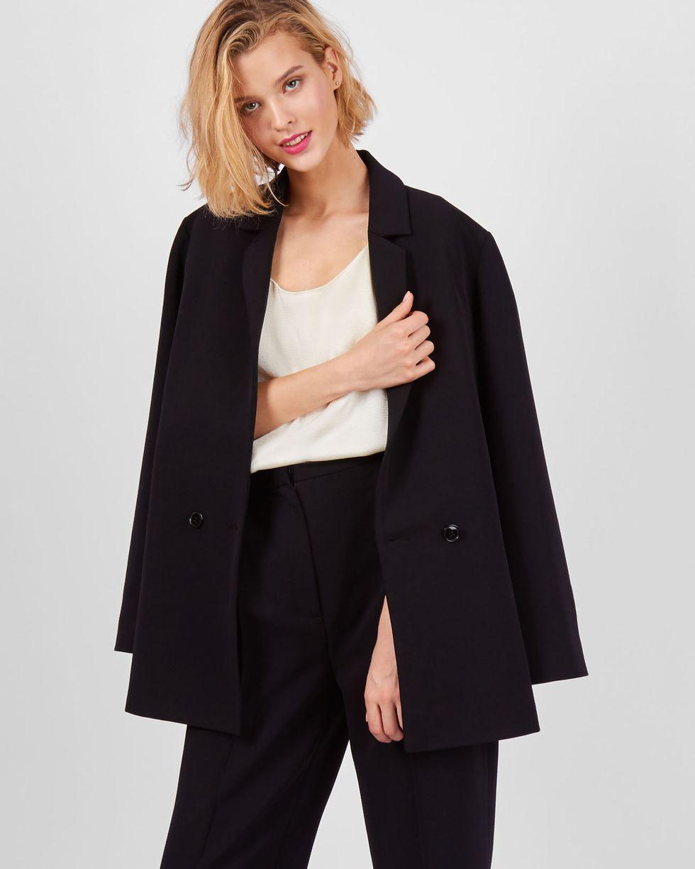 Пиджак двубортный One sizeЖакеты<br><br><br>Артикул: 93010158<br>Размер: One size<br>Цвет: Чёрный<br>Новинка: НЕТ<br>Наименование en: Double breasted jacket