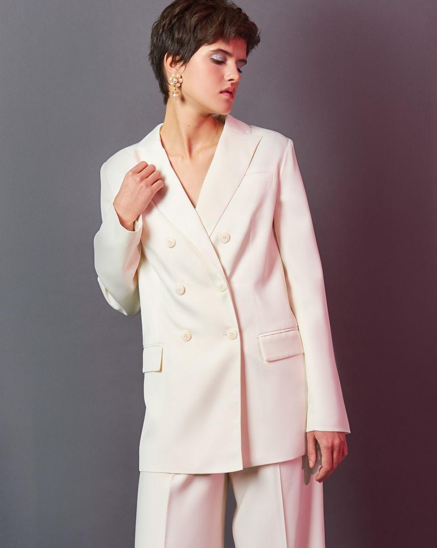 Пиджак двубортный с клапанами XSЖакеты<br><br><br>Артикул: 93012126<br>Размер: XS<br>Цвет: Молочный<br>Новинка: НЕТ<br>Наименование en: Tailored double-breasted jacket