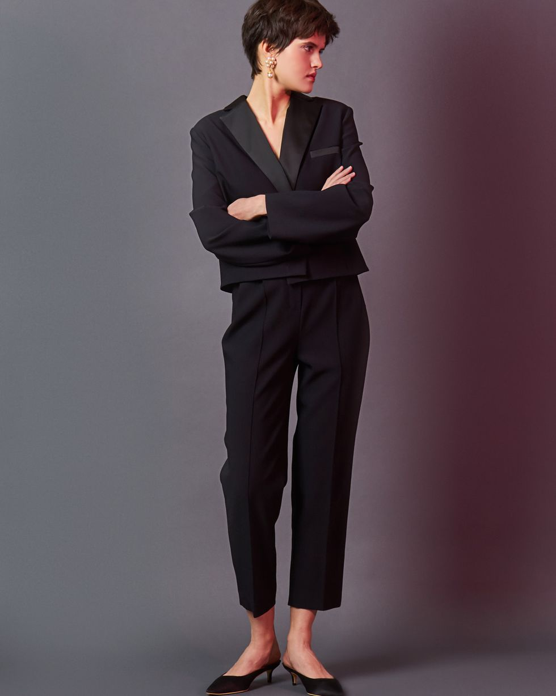 Жакет укороченный с шелковыми лацканами MЖакеты<br><br><br>Артикул: 93012146<br>Размер: M<br>Цвет: Черный<br>Новинка: НЕТ<br>Наименование en: Notch lapel cropped jacket