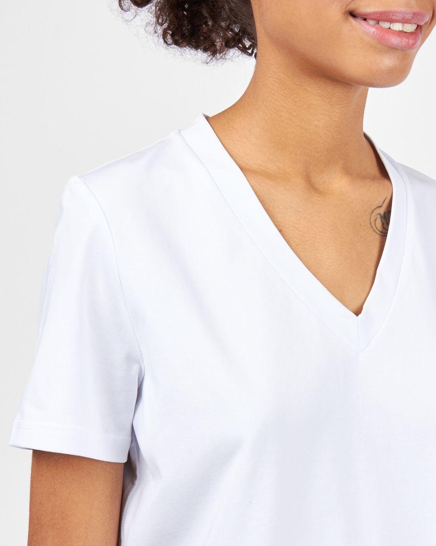 Футболка с V-образным вырезом SФутболки и толстовки<br><br><br>Артикул: 84411613<br>Размер: S<br>Цвет: Белый<br>Новинка: НЕТ<br>Наименование en: V-neck t-shirt