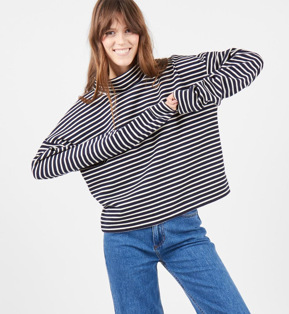 Толстовка в синюю полоску One sizeтрикотаж<br><br><br>Артикул: 8448173<br>Размер: One size<br>Цвет: белый в синюю полоску<br>Новинка: НЕТ<br>Наименование en: Striped sweatshirt