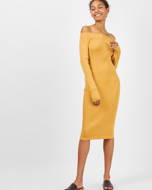 Платье с открытыми плечами SТрикотаж<br><br><br>Артикул: 8449347<br>Размер: S<br>Цвет: Яичный<br>Новинка: НЕТ<br>Наименование en: Off the shoulder knit dress