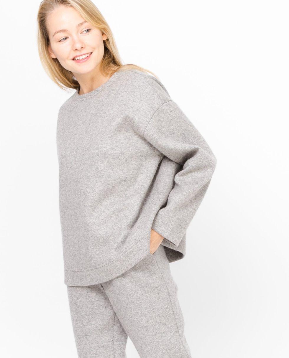 Свитер из плотного трикотажа One sizeтопы и блузы<br><br><br>Артикул: 9306733<br>Размер: One size<br>Цвет: Серый<br>Новинка: НЕТ<br>Наименование en: Loose knit sweater