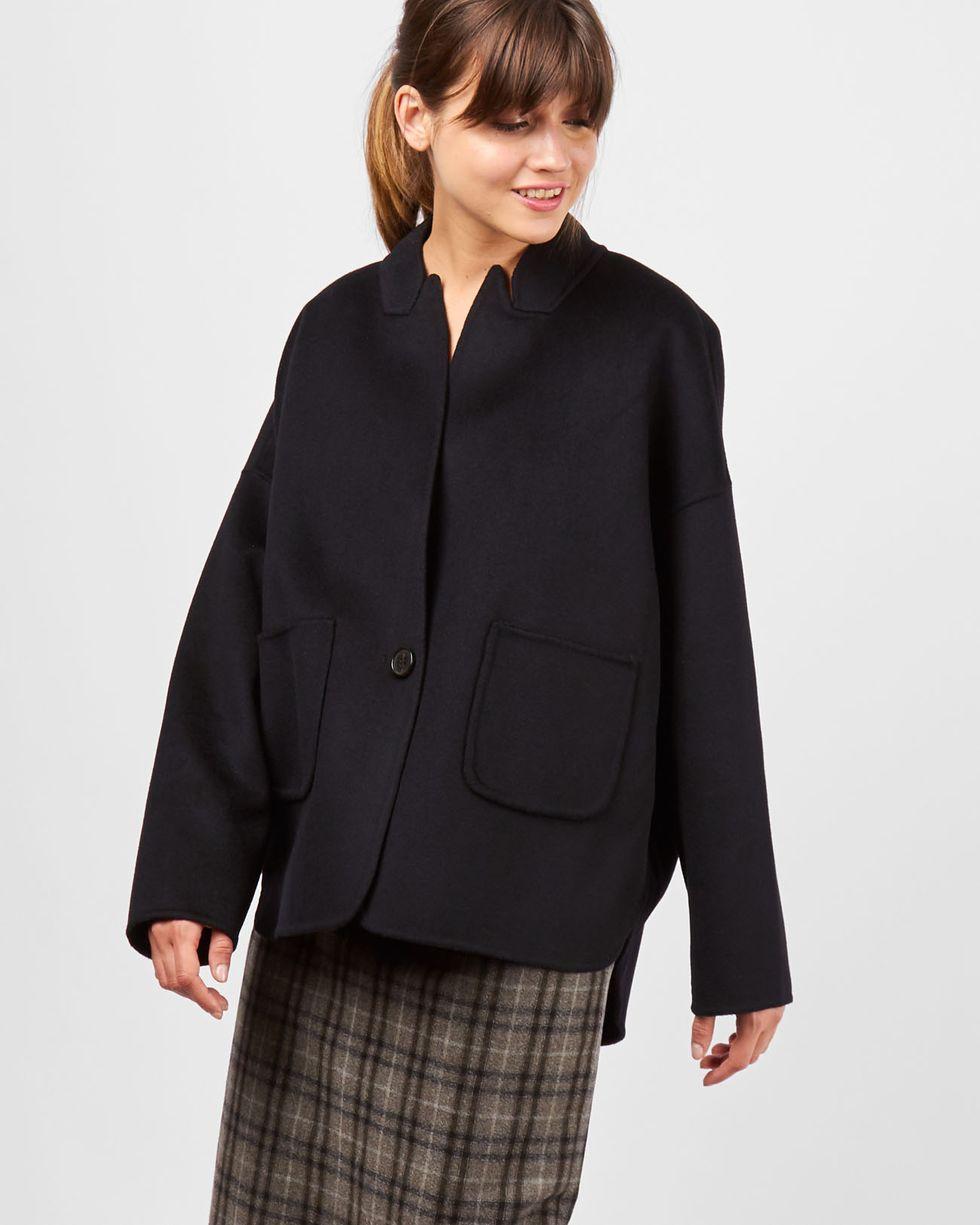 Пальто-жакет One sizeВерхняя одежда<br><br><br>Артикул: 79910121<br>Размер: One size<br>Цвет: Черный<br>Новинка: НЕТ<br>Наименование en: Wool-blend jacket