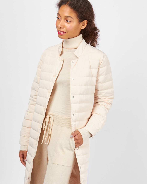 Пальто стеганое  MВерхняя одежда<br><br><br>Артикул: 79910445<br>Размер: M<br>Цвет: Молочный<br>Новинка: НЕТ<br>Наименование en: Lightweight quilted coat