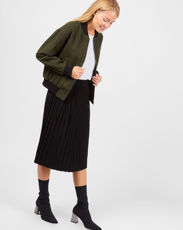 Бомбер укороченный MВерхняя одежда<br><br><br>Артикул: 79910862<br>Размер: M<br>Цвет: Зеленый<br>Новинка: НЕТ<br>Наименование en: Cropped bomber jacket