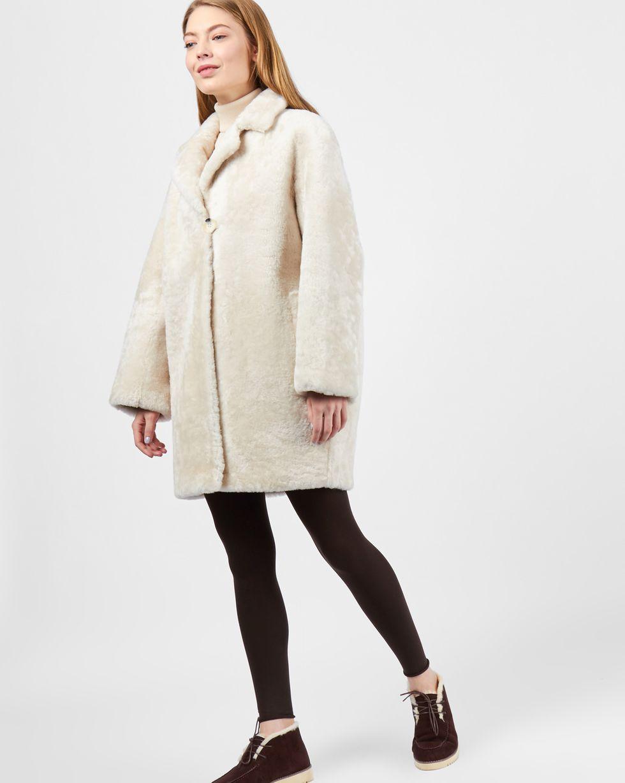 Шуба короткая SВерхняя одежда<br><br><br>Артикул: 79911437<br>Размер: S<br>Цвет: Молочный<br>Новинка: НЕТ<br>Наименование en: Mouton coat
