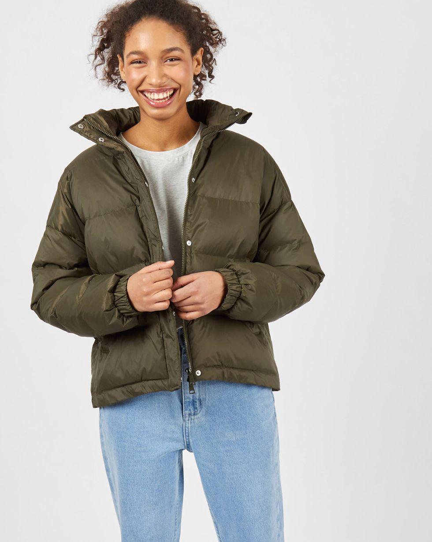 Стеганый короткий пуховик SВерхняя одежда<br><br><br>Артикул: 79912982<br>Размер: S<br>Цвет: Хаки<br>Новинка: НЕТ<br>Наименование en: Padded puffer jacket