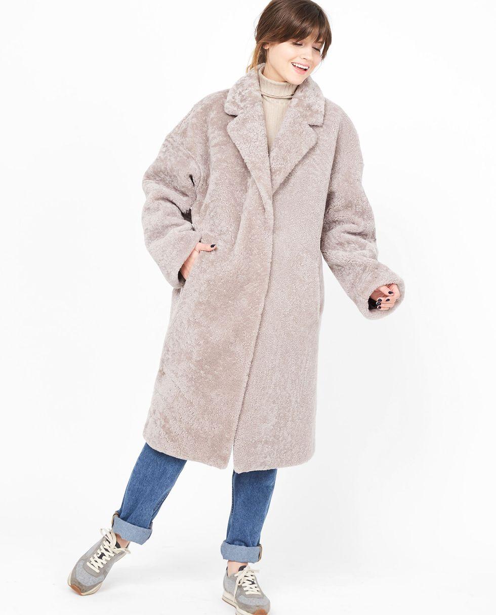 Шуба из овчины One sizeВерхняя одежда<br><br><br>Артикул: 7992618<br>Размер: One size<br>Цвет: Кофе с молоком<br>Новинка: НЕТ<br>Наименование en: Shearling coat