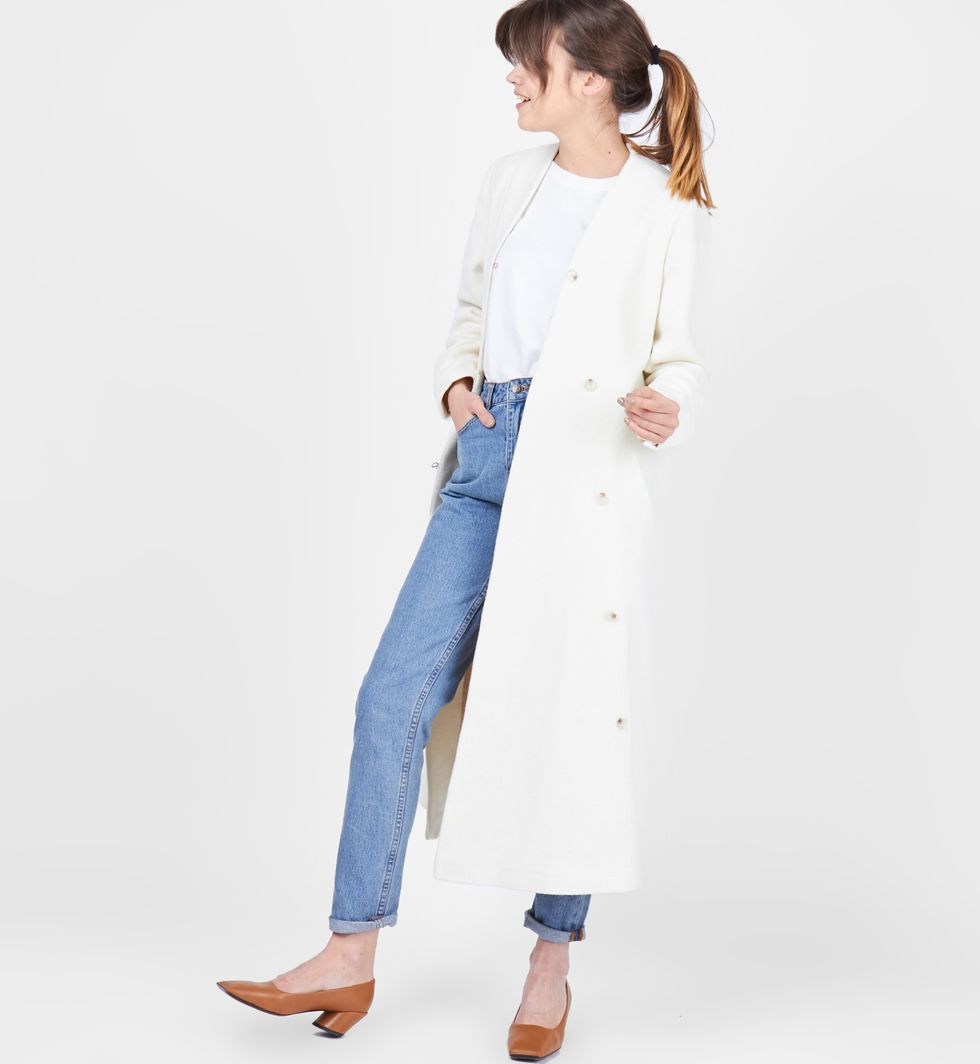 Пальто объемное на пуговицах MВерхняя одежда<br><br><br>Артикул: 7996730<br>Размер: M<br>Цвет: Молочный<br>Новинка: НЕТ<br>Наименование en: Oversized button down coat