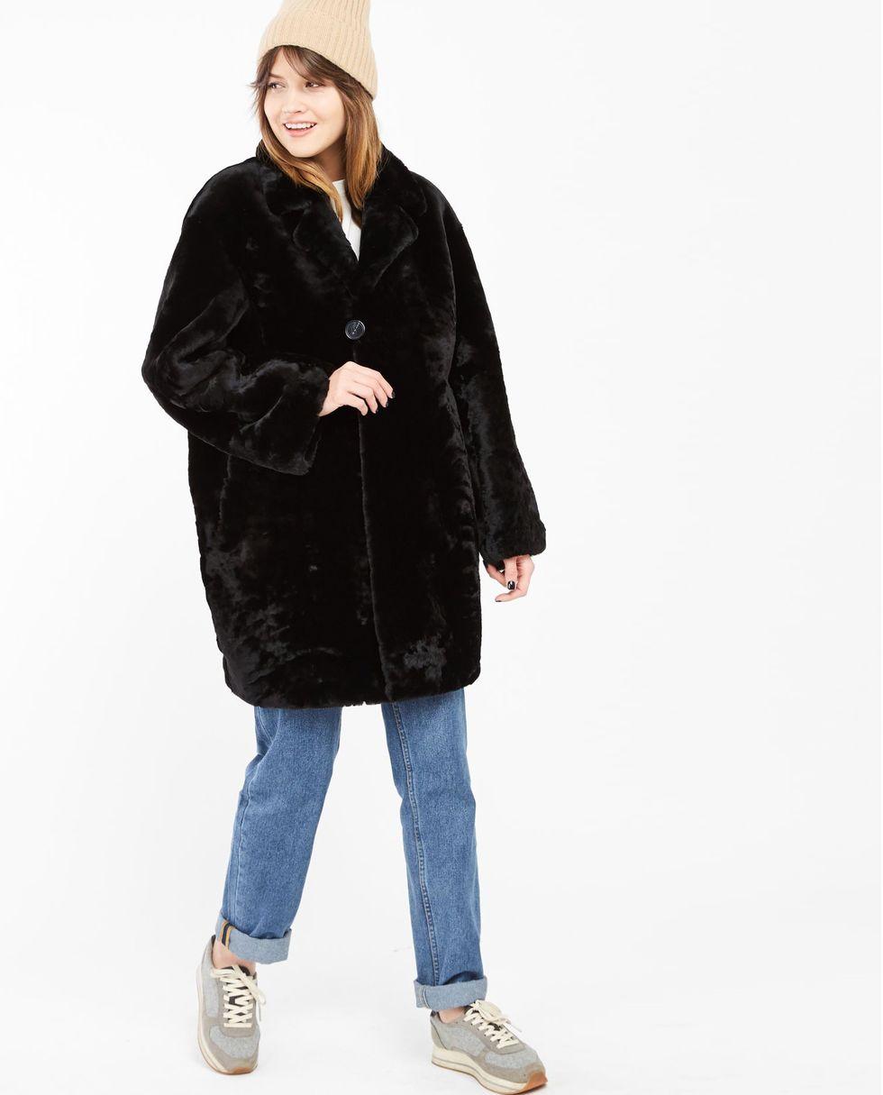 Шуба укороченная из мутона Мверхняя одежда<br><br><br>Артикул: 7997546<br>Размер: M<br>Цвет: Черный<br>Новинка: НЕТ<br>Наименование en: Mouton coat