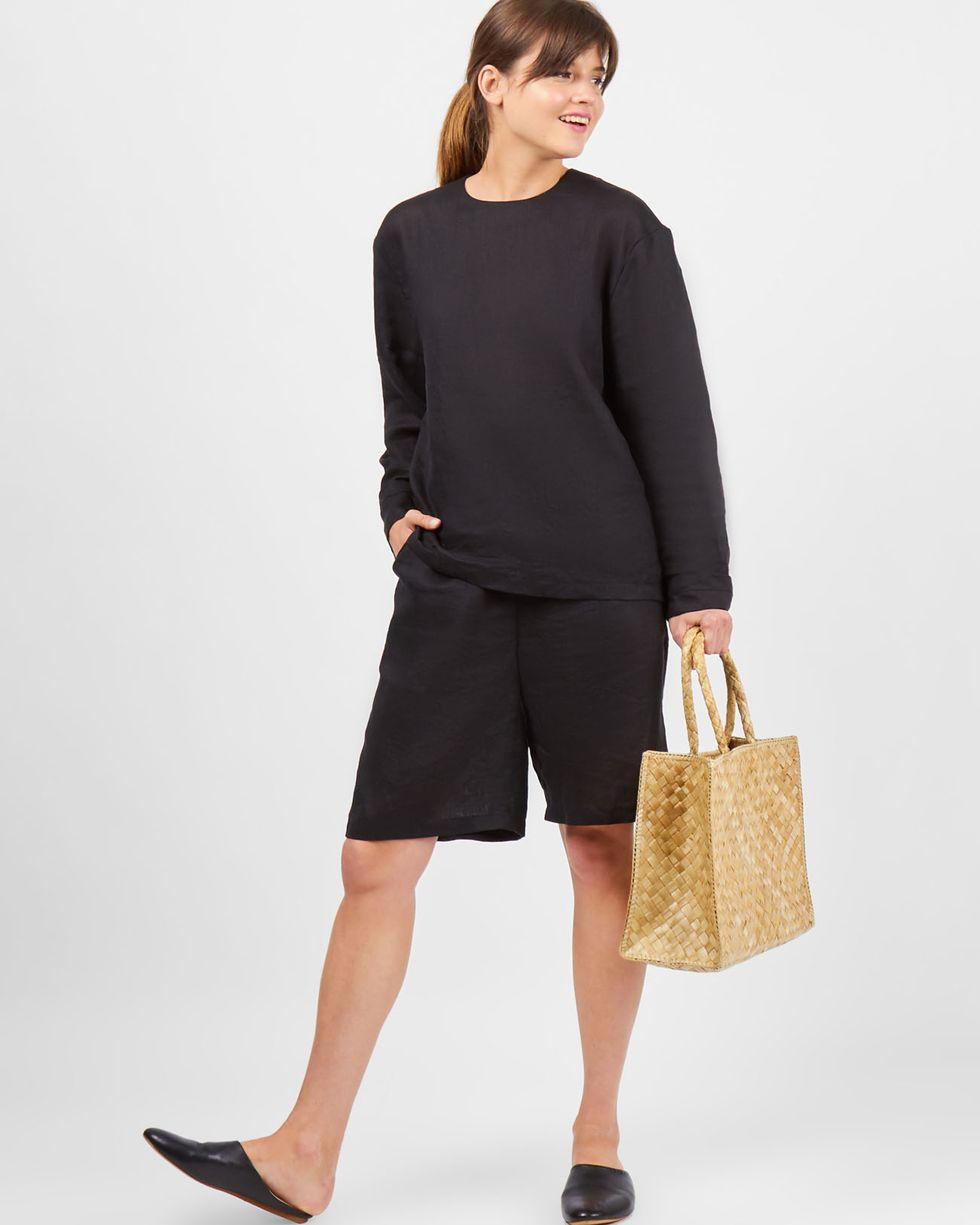 Костюм: Топ с длинными рукавами и удлиненные шорты из льна XSкомплекты<br><br><br>Артикул: 7010143<br>Размер: XS<br>Цвет: Черный<br>Новинка: НЕТ<br>Наименование en: Long sleeve top and shorts set