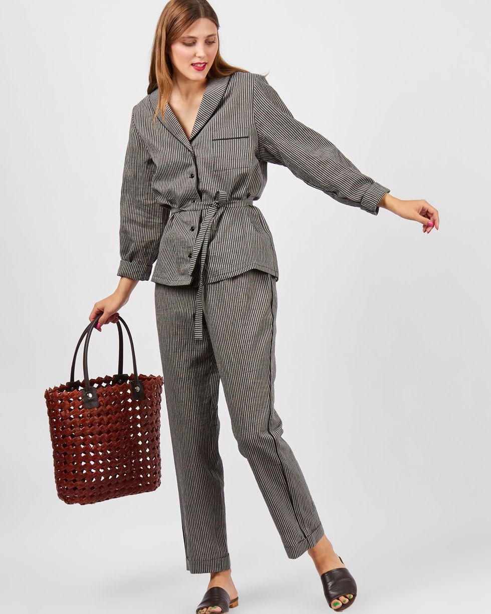 Комплект: рубашка с брюками в полоску MКомплекты<br><br><br>Артикул: 7010255<br>Размер: M<br>Цвет: Черный<br>Новинка: ДА<br>Наименование en: Stripe linen shirt and trousers co-ord