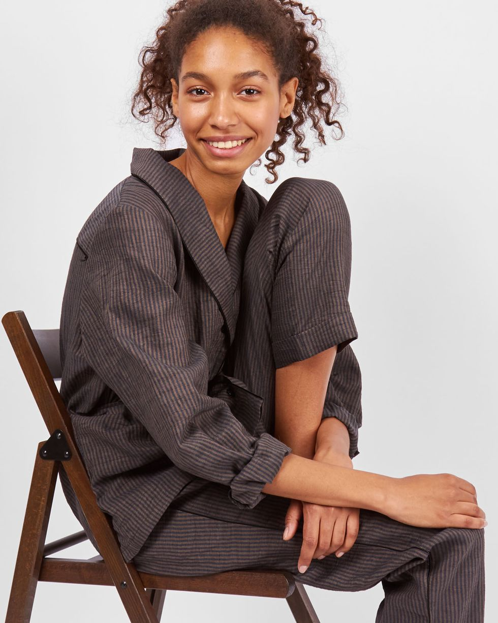 Комплект: рубашка с брюками в полоску MКомплекты<br><br><br>Артикул: 7010257<br>Размер: M<br>Цвет: Коричневый<br>Новинка: НЕТ<br>Наименование en: Stripe linen shirt and trousers co-ord