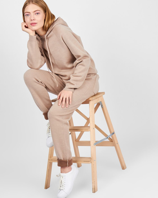 Костюм: толстовка с капюшоном и брюки LКомплекты<br><br><br>Артикул: 7010549<br>Размер: L<br>Цвет: Бежевый<br>Новинка: НЕТ<br>Наименование en: Hoodie and sweatpants two-piece set