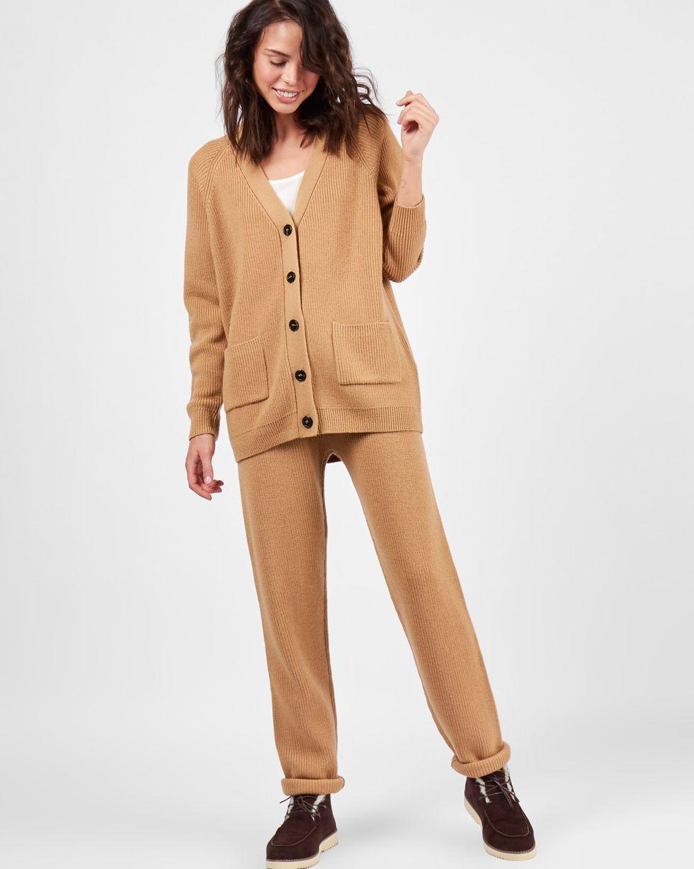 Костюм: кардиган и брюки крупной вязки MКомплекты<br><br><br>Артикул: 7011105<br>Размер: M<br>Цвет: Кэмел<br>Новинка: НЕТ<br>Наименование en: Wool knit cardigan and joggers co-ord