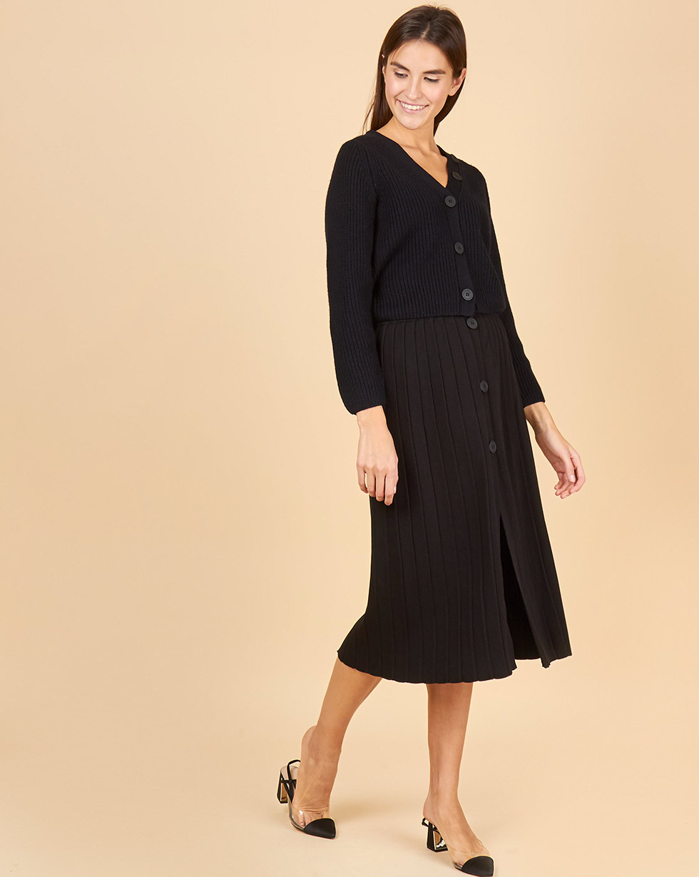 цена 12Storeez Комплект: кардиган укороченный и юбка плиссированная на пуговицах (черный/черный) онлайн в 2017 году