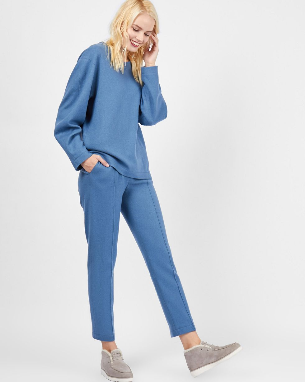 Комплект: Свитер и брюки укороченные LКомплекты<br><br><br>Артикул: 7011918<br>Размер: L<br>Цвет: Серо-голубой<br>Новинка: НЕТ<br>Наименование en: Knit sweater and cropped trousers co-ord set