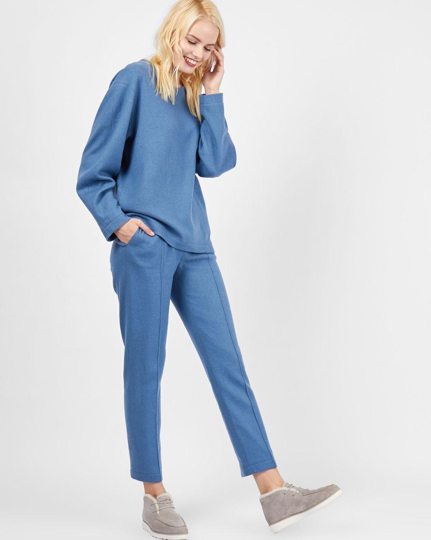 Комплект: Свитер и брюки укороченные из трикотажа LКомплекты<br><br><br>Артикул: 7011918<br>Размер: L<br>Цвет: Серо-голубой<br>Новинка: НЕТ<br>Наименование en: Knit sweater and cropped trousers co-ord set