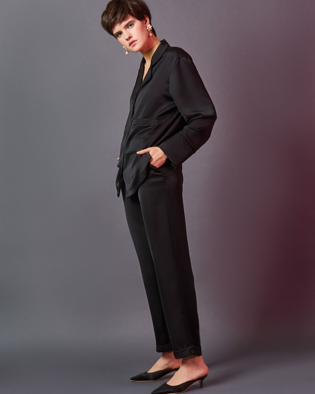 Комплект: рубашка и брюки с кантом XSКомплекты<br><br><br>Артикул: 7012217<br>Размер: XS<br>Цвет: Черный<br>Новинка: НЕТ<br>Наименование en: Pyjama shirt and trousers co-ord with piping