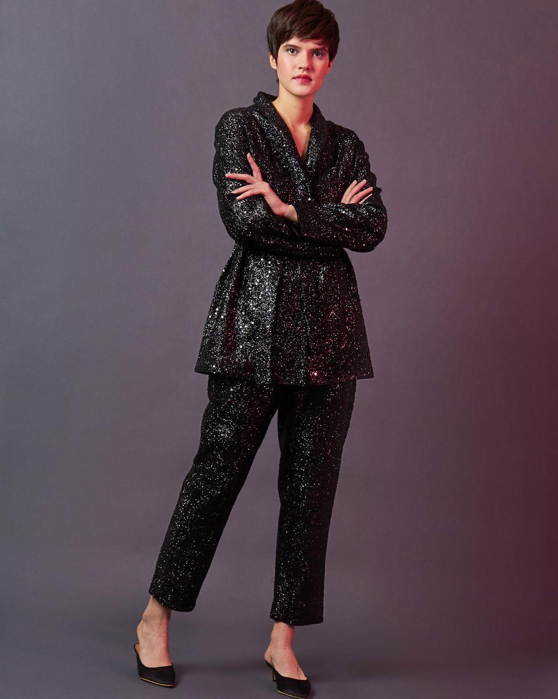 Костюм: Жакет и брюки из ткани металлик XSКомплекты<br><br><br>Артикул: 7012459<br>Размер: XS<br>Цвет: Черный<br>Новинка: НЕТ<br>Наименование en: Mettalic effect co-ord suit