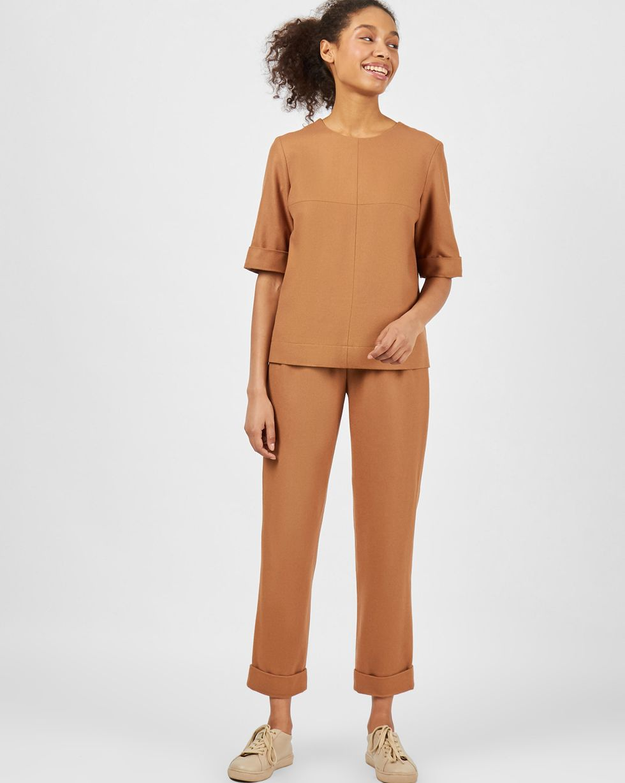 Комплект: топ с коротким рукавом и брюки XSКомплекты<br><br><br>Артикул: 7013241<br>Размер: XS<br>Цвет: Кэмел<br>Новинка: НЕТ<br>Наименование en: Short sleeve top &amp; trousers two-piece set